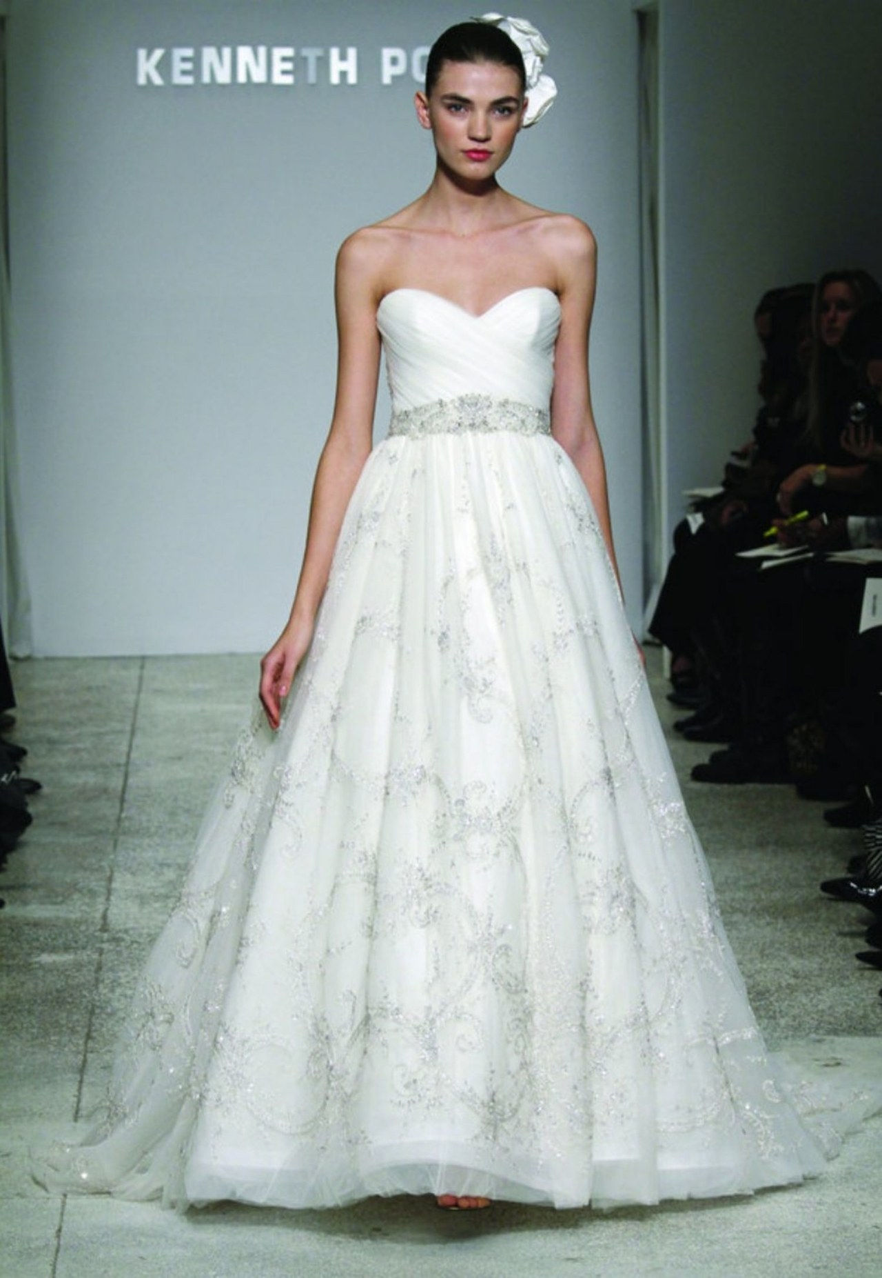 e412f089b01 Glamour Exclusive: An Awesome Way to Buy Designer Wedding Dresses—On ...