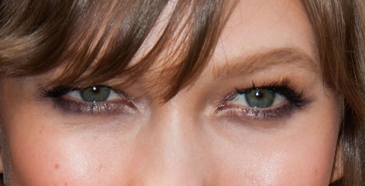 的Karlie kloss sexy eye makeup look close