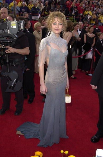 0424kate hudson stella mccartney oscars 2001 fa