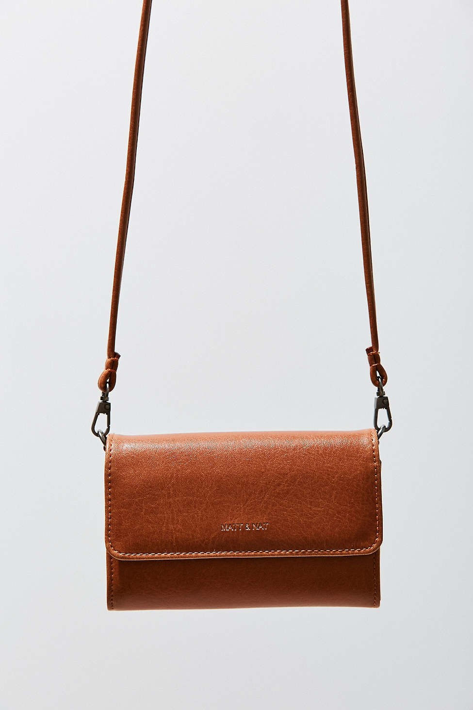 [For evigt 21 Mini Crossbody Bag, $19.90, [forever21.com](http://www.forever21.com/Product/Product.aspx?BR=f21&Category=acc_handbags&ProductID=1000182863&VariantID=)