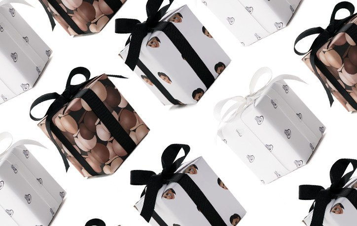 [Zapojení Ring](http://store.kimkardashianwest.com/products/kimoji-engagement-ring-wrapping-paper), $35. [Bae](http://store.kimkardashianwest.com/products/kimoji-bae-word-bubble-wrapping-paper), $35. [Butt](http://store.kimkardashianwest.com/products/kimoji-butt-collage-wrapping-paper), $35. [Cry Face](http://store.kimkardashianwest.com/products/kimoji-cry-face-wrapping-paper), $35.
